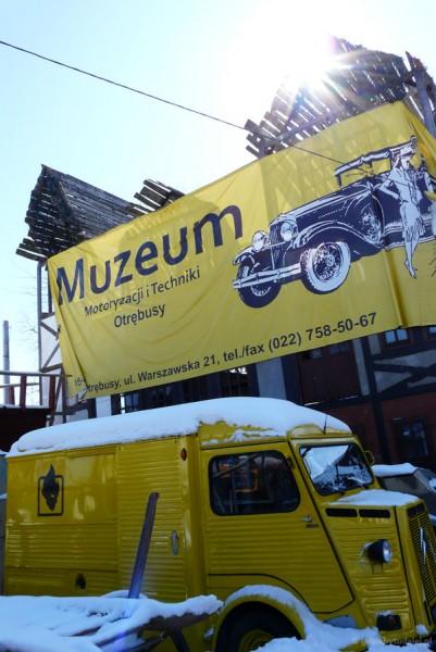 Muzeum Motoryzacji i Techniki w Otrębusach - wchodzimy.