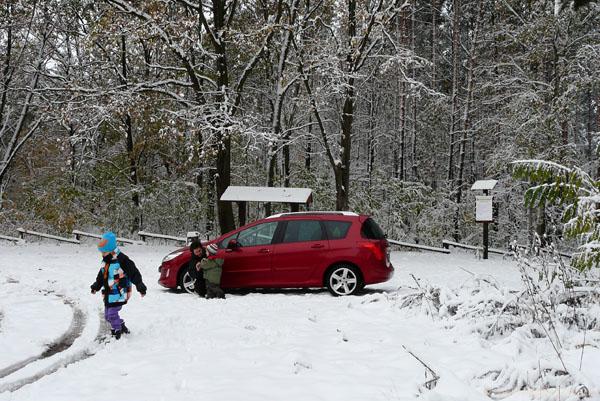 Parking w Izabelinie. Wita nas zima.