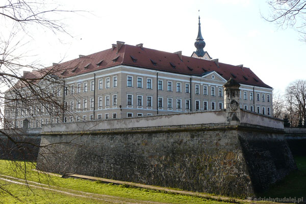 Zamek Lubomirskich (kon. XVI, przeb. XIX-XX).