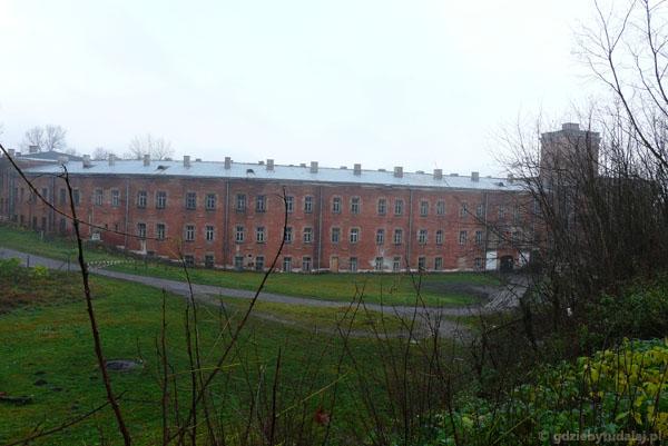 Budynek koszarów z Wieżą Tatarską.