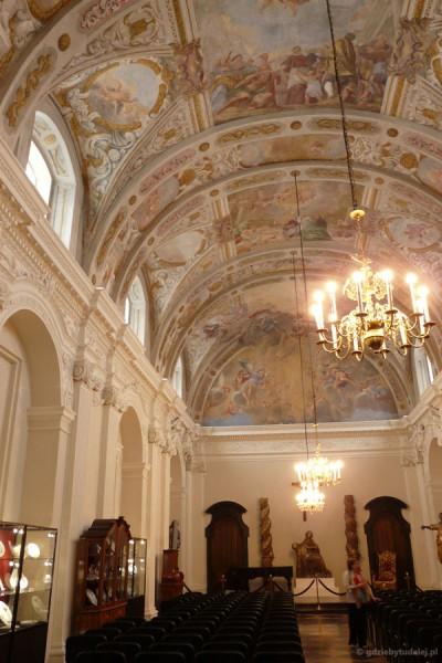 Barokowa kaplica św. Karola Boromeusza, freski Michała Anioła Palloniego.