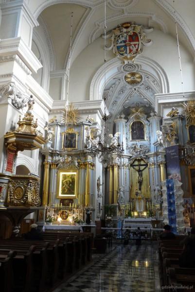 Barokowe wnętrze Kościoła Św. Krzyża.