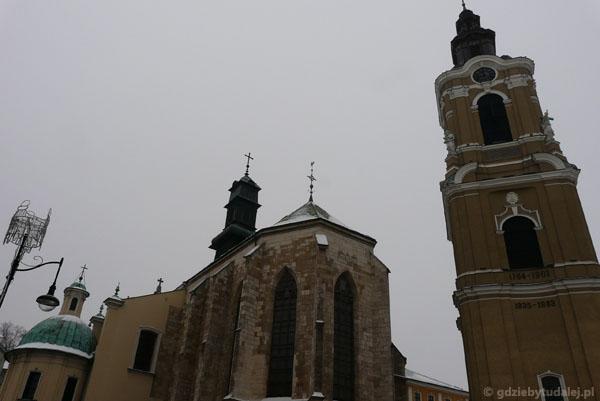 Katedra (XV, przeb. XVIII, XIX) i barokowa (XVIII) dzwonnica.