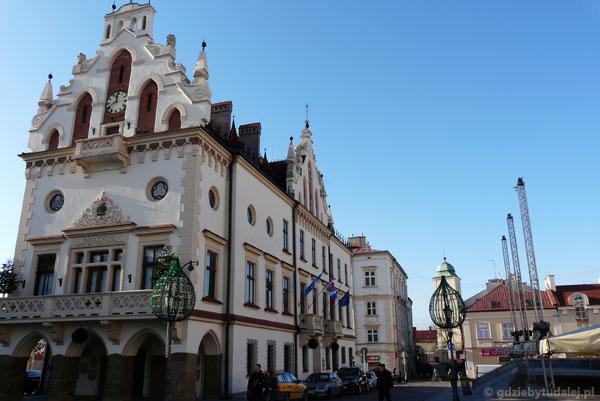 Rzeszowski ratusz (kon. XVI, przeb. XIX-XX).