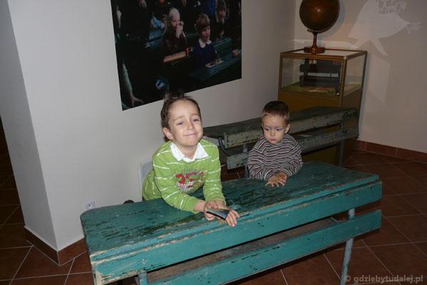 Uczniowie dawnej szkoły.