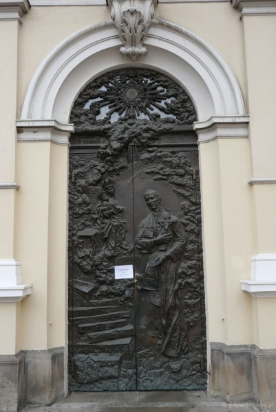 Drzwi do katedry.