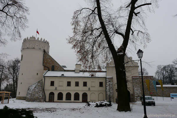 Późnorenesansowy (XVII) zamek.