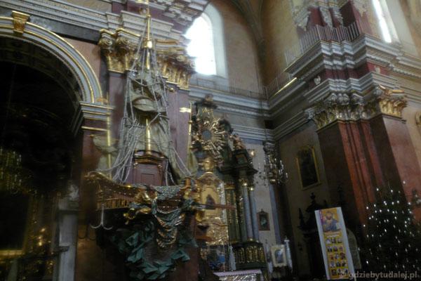 Kazalnica (XVIII) w kościele Karmelitów Bosych.
