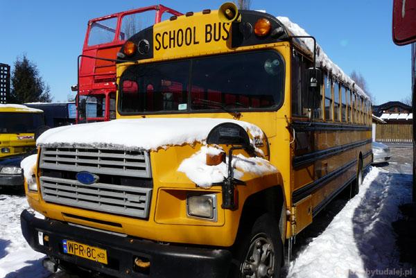 Szkolny autobus w pełnej urodzie.