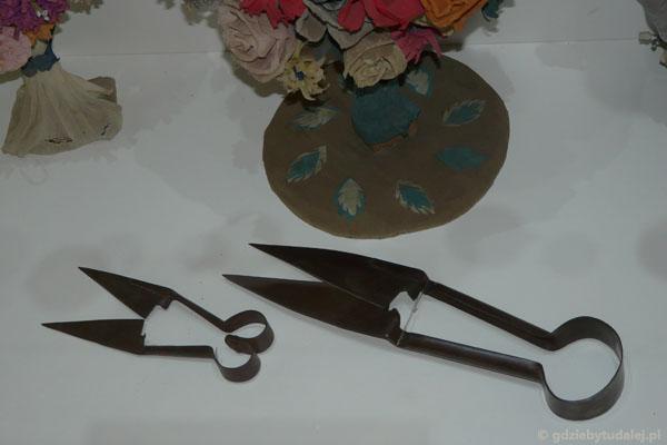Wycinanki robiono nożycami do strzyżenia owiec.
