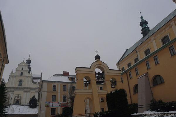 Kościół Karmelitów Bosych i katedra grekokatolicka.
