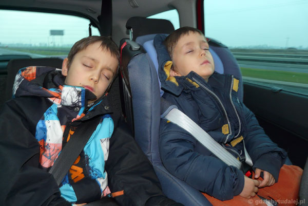 Po przejściu ponad 4 km chłopcy padli.