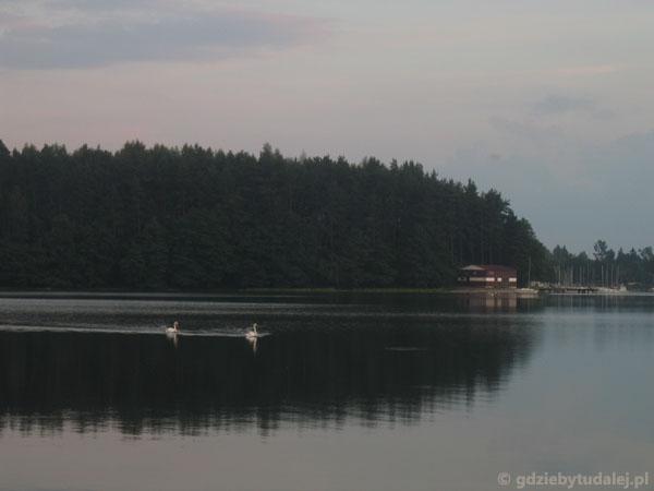 Jezioro Wdzydze wieczorem