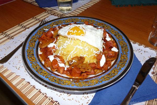 Tradycyjny posiłek u Dogariów.