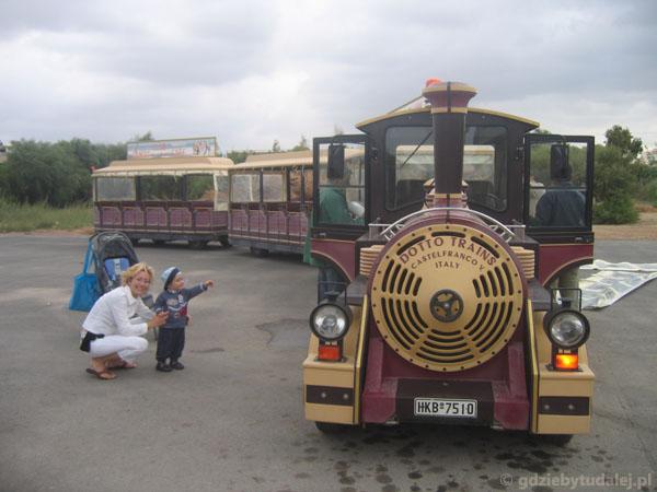 Kolejką turystyczną - okolice Amoudary