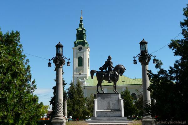 Pomnik Michała Walecznego i kościół Św. Władysława (XVIII w).