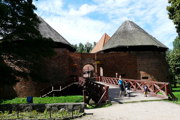 Międzyrzecki zamek (XIV w).