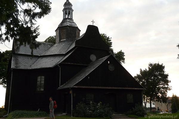 Barokowy dreweniany kościół w Buku.