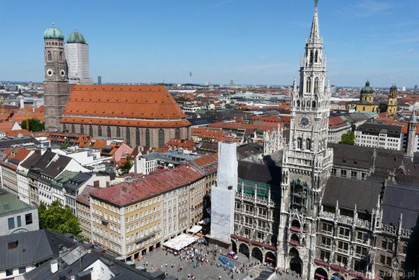 Monachium, Plac Mariacki, gotycka Katedra NMP w tle.