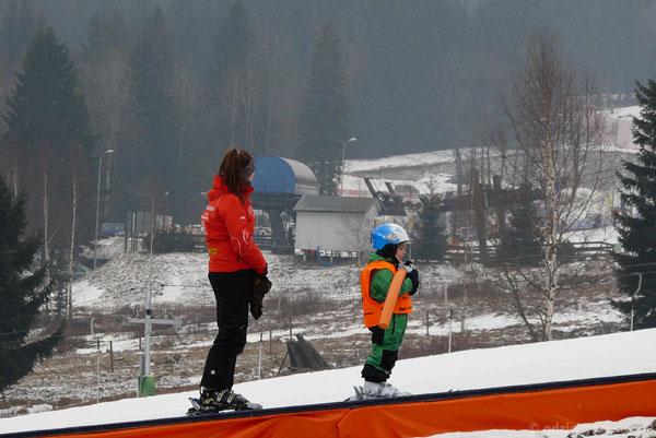 Pierwsza lekcja Tymusia na nartach.