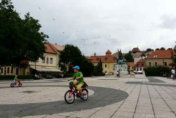 Plac Istvana Dobo, Eger.