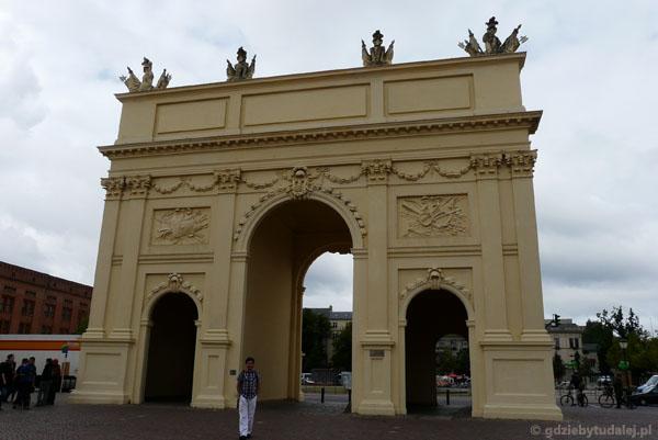 Poczdam, Brama Brandenburska (XVIII).