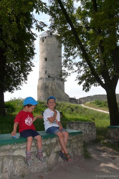 Postój pod naszym ulubionym zamkiem w Iłży.