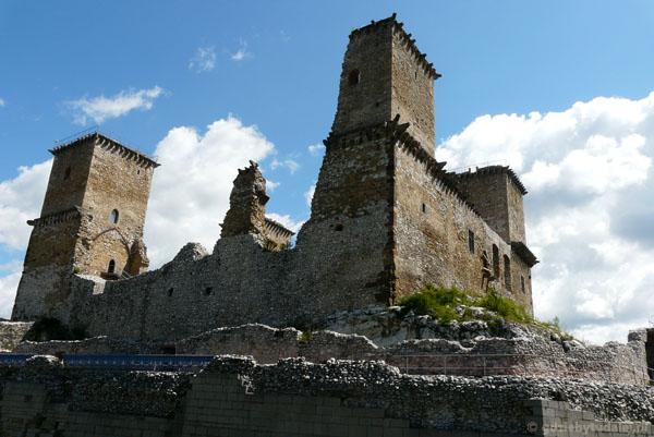 Ruiny średniowiecznego (XIII) zamku w Miszkolcu.