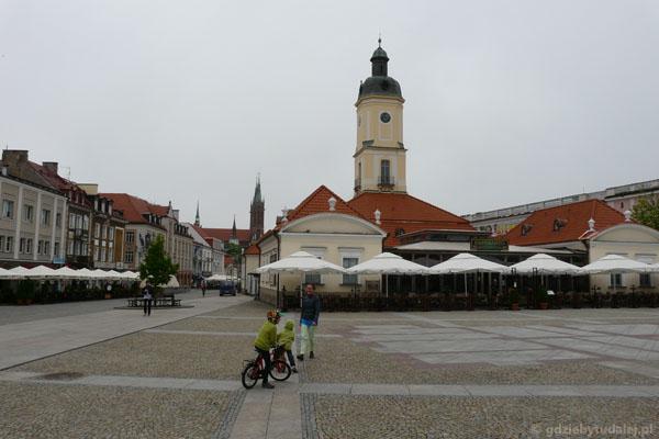 Rynek Kościuszki z późnobarok. ratuszem w Białymstoku.