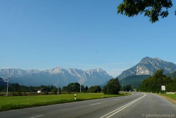 Widoki z drogi na Alpy Wetterstein.