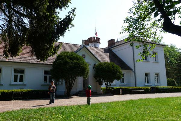 XIX-wieczny dworek w Kurowie.
