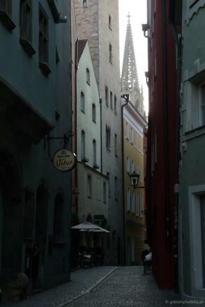 Średniowieczna Ratyzbona o poranku.