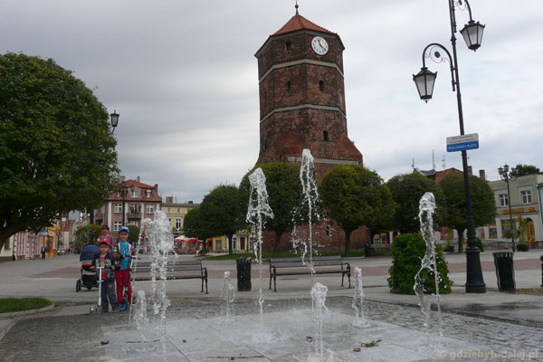 Średniowieczna wieża dawnego ratusza (XV w).