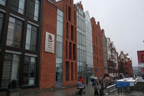 Nowoczesny budynek Centrum Kultury Morskiej.