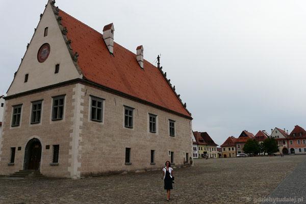 Renesansowo-gotycki ratusz (XVI) w Bardiowie.