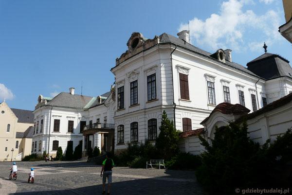 Barokowy Pałac Arcybiskupi (XVIII).