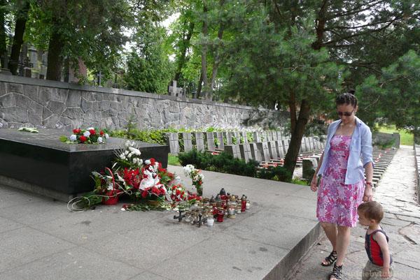 Cmentarz na Rossie, Matka i Serce Syna.