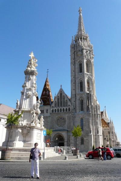 Kościół Macieja (XIII) i pomnik Trójcy Świętej (XVIII w).
