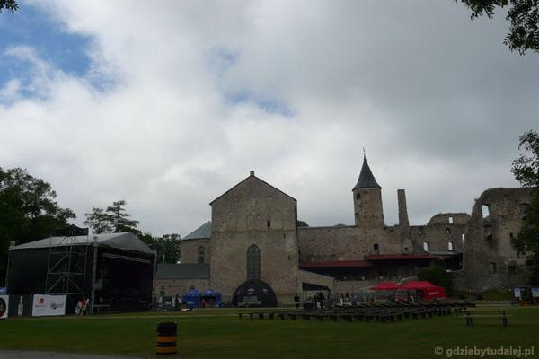 Na zamkowym dziedzińcu szykuje się festiwal bluesowy.