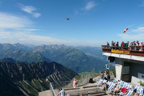 Szczyt Nebelhornu (2221 m n.p.m.) z gigantyczną muchą.
