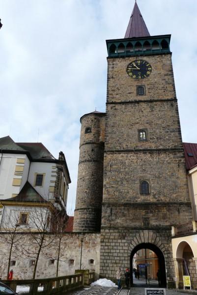 Brama Valdicka (XVI) prowadzi na jiczyński rynek.