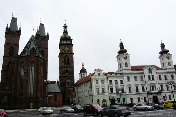 Katedra św. Ducha, Biała Wieża i Ratusz.