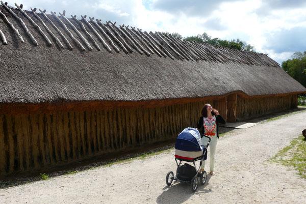 Osada neolityczna - 'długie domy' (4000 p.n.e.).