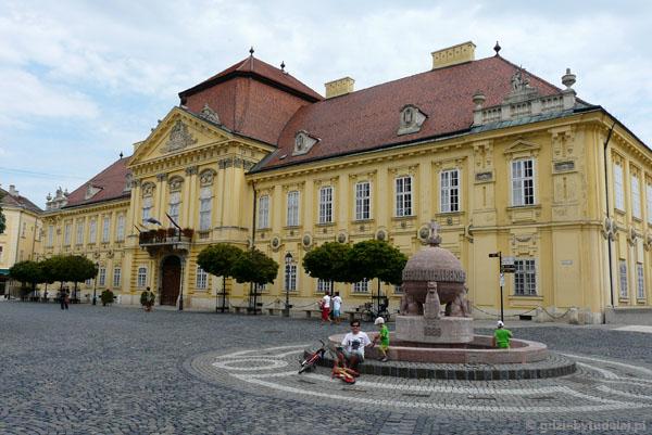 Pałac biskupi (kon. XVIII), Szekesfehervar.