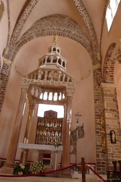 Romańsko-gotyckie cyborium.