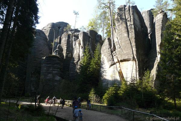 Zaraz wejdziemy w prawdziwy labirynt skał.