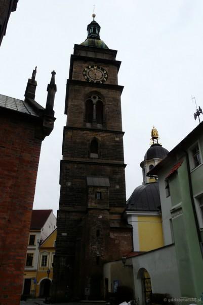 Biała Wieża (XVI w.) i ''koronowana'' kopuła kaplicy św.Klemensa.