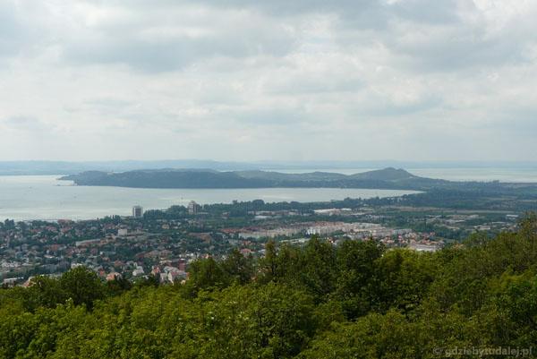 Widok na Półwysep Tihany ze szczytu Wzgórza Jokaiego.