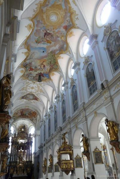 Wnętrze Kościoła Sw. Piotra.
