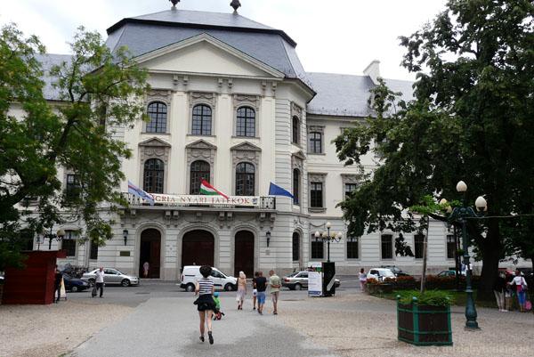 Barokowy budynek egerskiego Liceum.